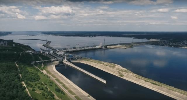 гидроэлектростанция на реке