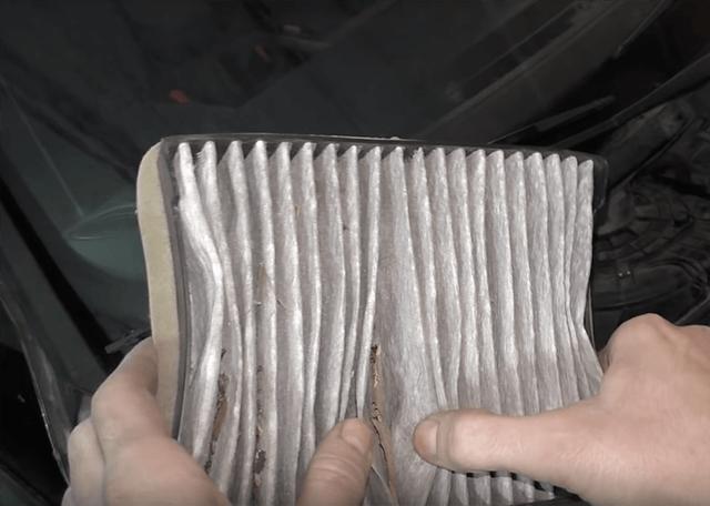 проверьте салонный фильтр, если потеют окна в машине
