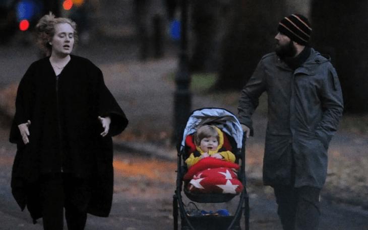 Саймон Конекки и певица Адель со своим ребенком